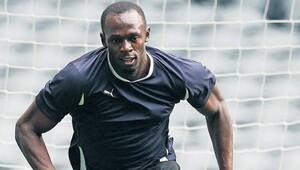 Usain Bolt sahaya iniyor