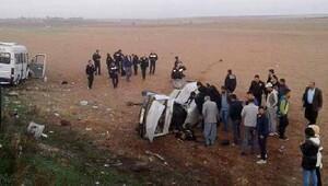 Çadır kent servisi ile otomobil çarpıştı: 1 ölü, 5 yaralı