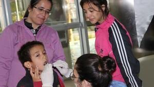 Torbalıdaki engelli çocuklara diş taraması