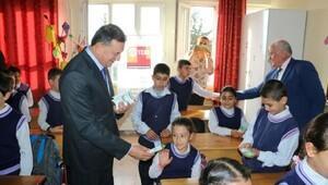 Başkandan çocuklara diş fırçası