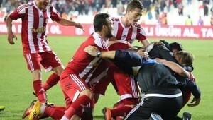 Sivasspor ilk defa Ümraniyespor karşısında