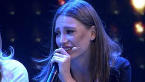 Serenay Sarıkayadan Beyaz Showda muhteşem Telefonun Başında Bekliyorum performansı