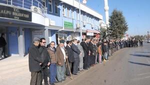 Bakan Avcıyı belediye önünde böyle beklediler