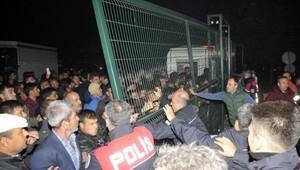 Antalyada çiftçiler hal kapılarını kapatıp eylem yaptı