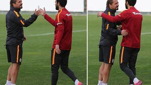 Galatasaray idmanında ilginç görüntü Birbirlerinin yüzüne bile bakmadılar