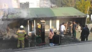 Çatı katındaki evde bacadan yangın çıktı