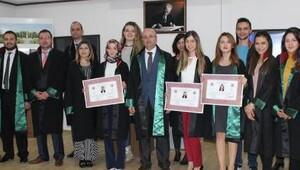 Genç avukatlar cübbe giydi