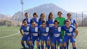 Hakkari bayan futbol takımı Amed Spor ile 2-2 berabere kaldı