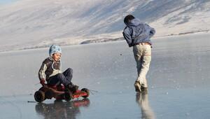 Ardahanda soğuk hava gölleri dondurdu