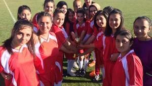 Liseli genç kızlar futbol'da şampiyon Derinkuyu