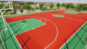 Spor sahaları yenilendi