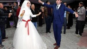 Düğün öncesi kazada yaralanan çift, 56 gün sonra evlendi
