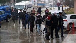 Edirne'de 165 kaçak yakalandı, 2 organizatör tutuklandı