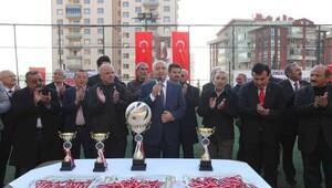 Çeşme Sporun şampiyonluk kupası Başkan Yaşardan