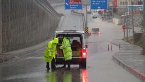 Kuşadasında yağmur hayatı olumsuz etkiledi