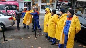 Temizlik çalışanlarına yağmurluk