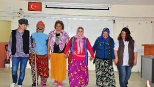 Mersinli kadın tiyatrocular İzmir sahnesinde