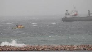 Bandırmada deniz ulaşımına fırtına engeli