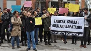 Üniversite öğrencilerinin yurt yangını protestosu