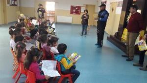 Polisten, miniklere trafik eğitimi