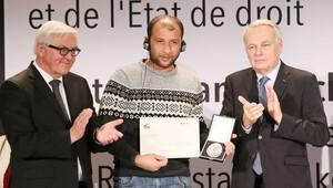 Özel ödül Beyaz Kasklılar'a verildi