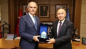 İşadamı Nihat Özdemir'den Başkan Altepe'ye ziyaret