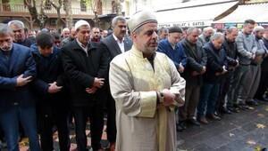 Suriyede ölenler için gıyabı cenaze namazı kılındı