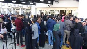 Suriyelilerin 100 TL izdihamı
