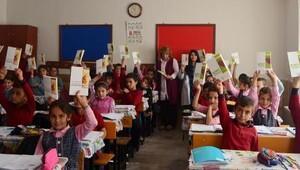 Öğrenciler gönüllülerle sevindi