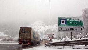 Kar, Bolu Dağında ulaşımı zorlaştırdı