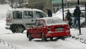 Yozgat'ta yollar buz pistine döndü