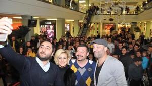 İzmirde, Çakallarla Dans 4 ilgisi