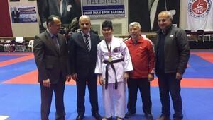 Karate Şampiyonası açılışında engelli Yiğitten gösteri
