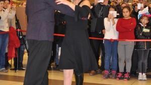 Derya protez bacaklarıyla tango yaptı