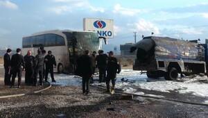 Varillerden sızan akaryakıt alev aldı; 3 araç zarar gördü