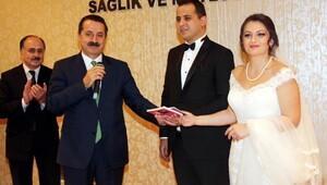 Bakan Çelik, yeğeninin nikah şahitliğini yaptı
