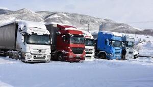 Posofta kar yolları kapattı
