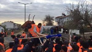 Büyükşehirden Ayvalıka 137 kişilik temizlik ekibi