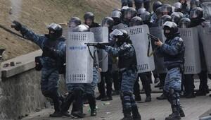 Ukraynada polisler yanlışlıkla birbirleriyle çatıştı