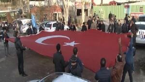 15 Temmuz Gazileri Cumhurbaşkanı Erdoğanın evinin önünde toplandı