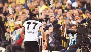Beşiktaş soyunma odasında duygusal anlar: Her şartta oynayacağım