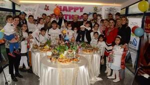Mehmet Topaldan lösemili miniklere doğum günü partisi