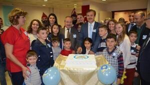 Diyabetik pastayla mezuniyeti kutladılar.