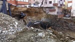 Maltepede istinat duvarı çöktü