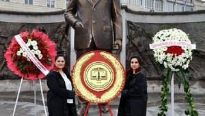Kadın avukatlar, Ataya çelenk sundu