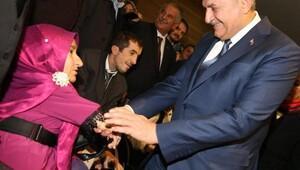 Başbakan Yıldırım, Engelli Koordinasyon Merkezinde telefona baktı / Fotoğraflar