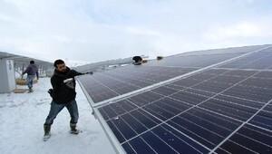 Bayburt'ta Güneş Enerjisi Santrali'nde panel montajına başlandı