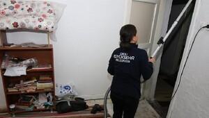 Yardıma muhtaç ailelere evlerde temizlik hizmeti veriliyor