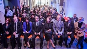 Yenilenen Aydın Doğan Güzel Sanatlar Lisesinin resmi açılışı ünlü sanatçıların katılımıyla gerçekleştirildi