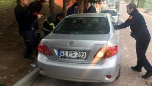 Otomobilde kilitli kalan otistik çocuğu itfaiye kurtardı